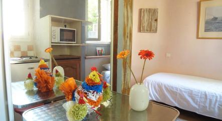 hotel marseille decoh pr fecture. Black Bedroom Furniture Sets. Home Design Ideas